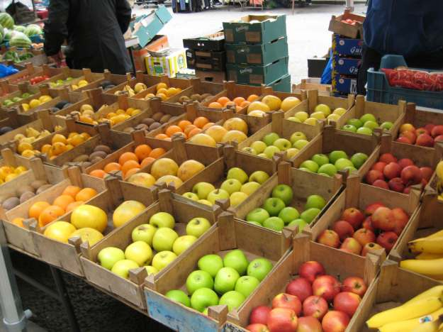 Wooden boxes of fruit not plastic bowls at £1 a throw: innovation at the Church Street market.