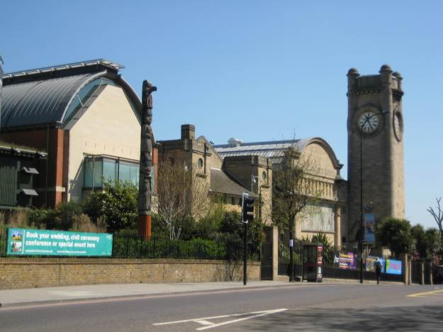Horniman Museum with totem pole.