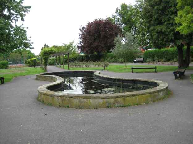 Hendon Park Garden of Remembrance: Jewish daughter, mallard, Mr TubeforLOLs - all gone.