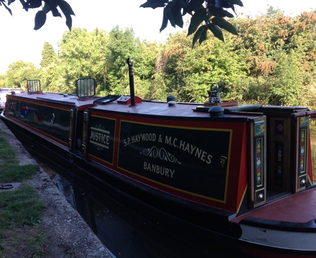 The immaculate Justice on the Grand Union near Rickmansworth. What do you mean? says The IC. Immaculate? They haven't mowed their side lawn! Canal-lubbers!